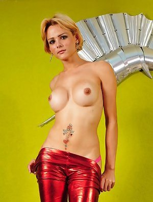 Blonde Tranny Pics